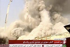 . Imagen Por: Bomberos iraníes trabajan en el lugar donde se derrumbó el edificio Plasco, tras ser devorado por las llamas en un incendio en el centro de Teherán, Irán, el jueves 19 de enero de 2017.   Foto: AP