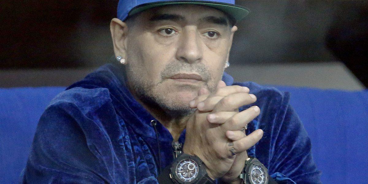 VIDEO: Gran recibimiento de jugadores del Nápoles para Maradona