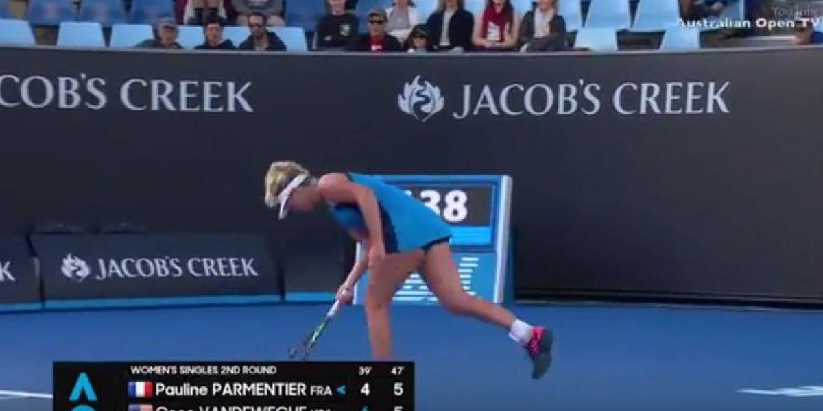 VIDEO: Tenista rompe su raqueta en el Abierto de Australia
