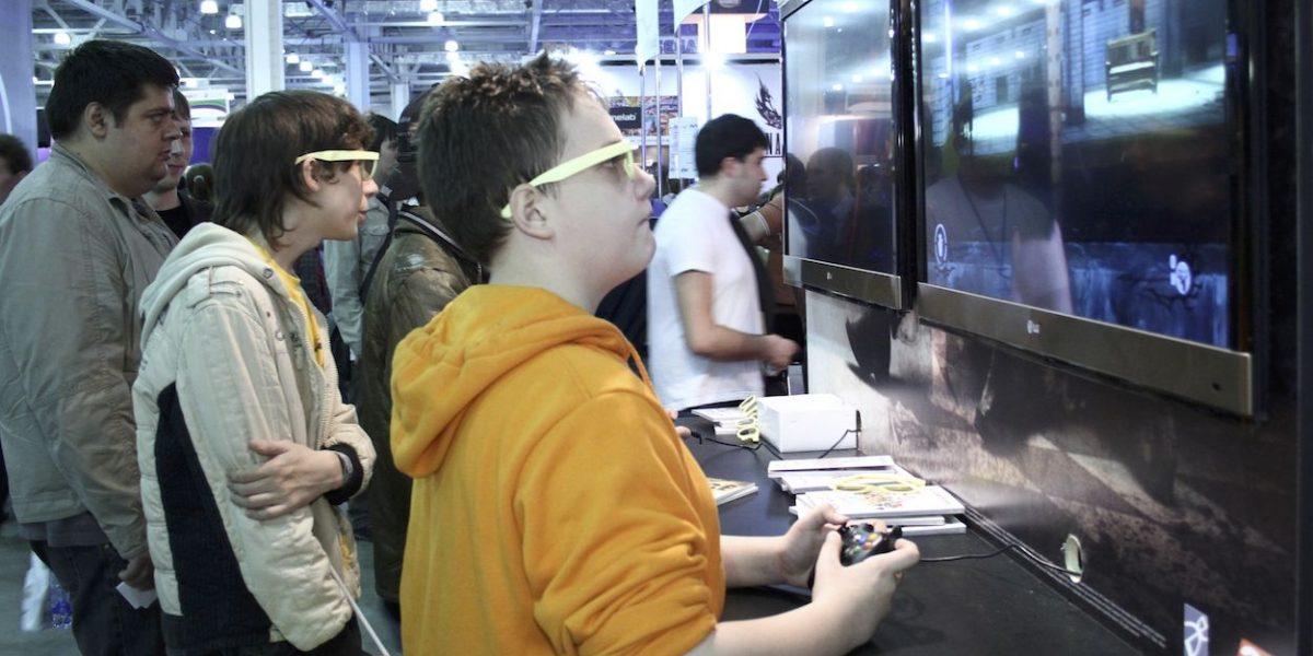 ¿Por qué adolescentes prefieren videojuegos con armas?, alertan