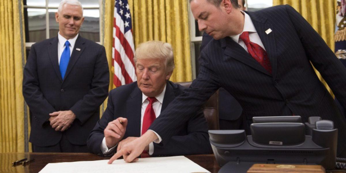 Trump firma su primera orden ejecutiva contra el Obamacare
