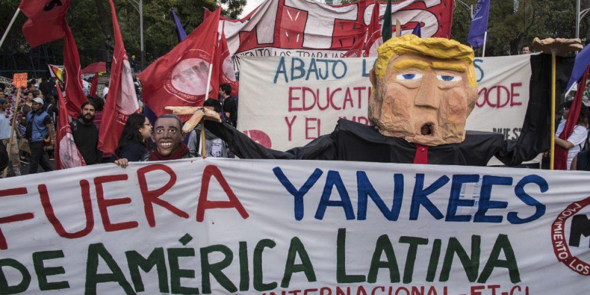Manifestantes marchan contra Donald Trump en la CDMX
