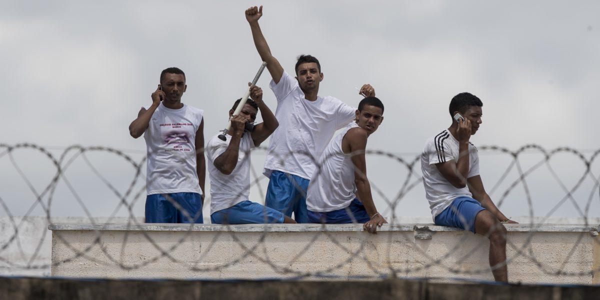 Policía entra a cárcel brasileña para reprimir pandillas