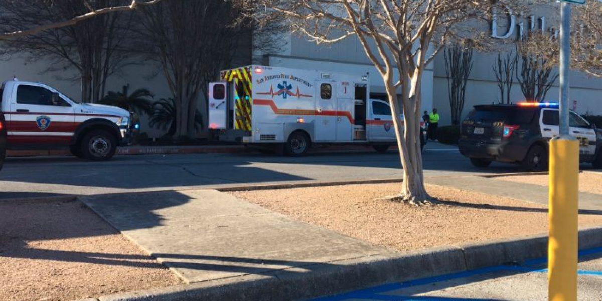 Tiroteo en centro comercial de San Antonio deja un muerto y cinco heridos