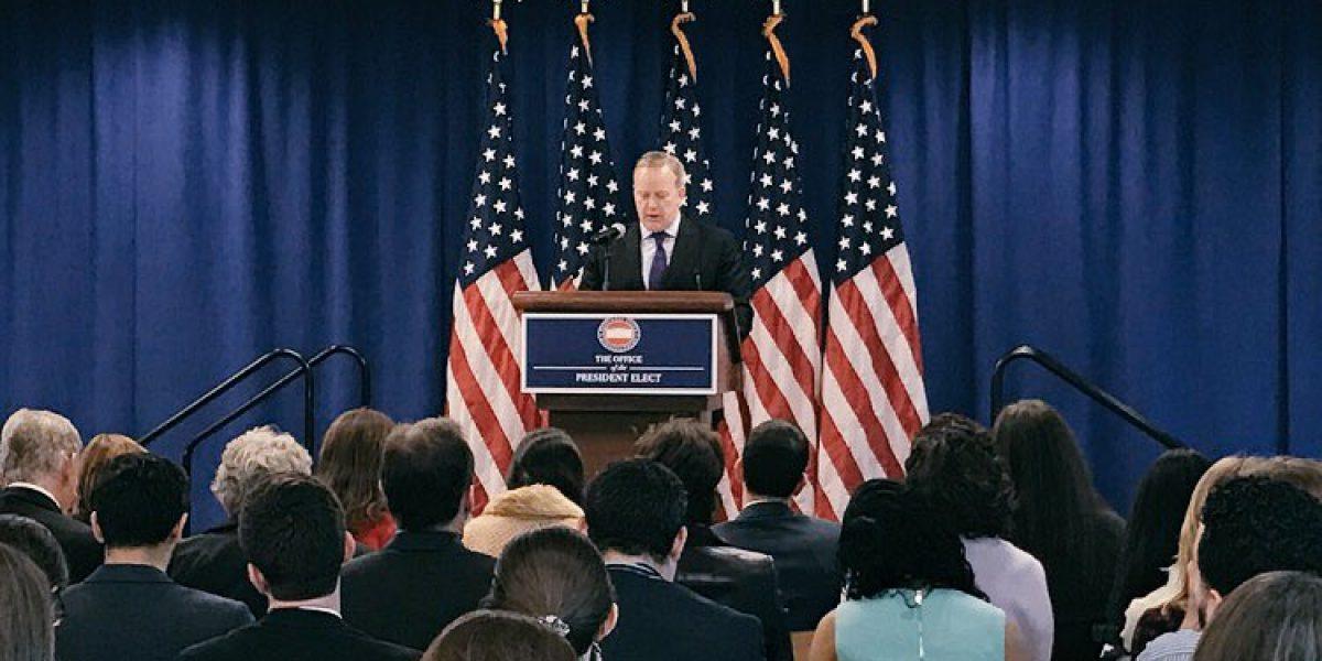 Sean Spicer descarta que EU busque deportar a Dreamers