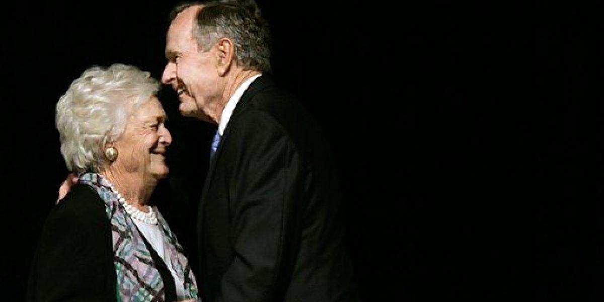 Mejora salud de ex presidente George H.W. Bush y su esposa