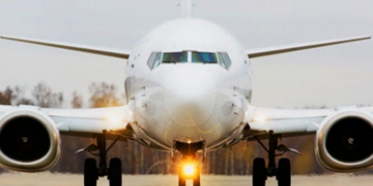 Cancelan decenas de vuelos en Londres por densa niebla