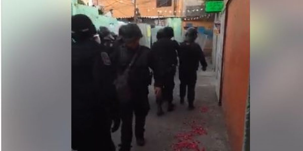 Se enfrentan granaderos con mototaxistas y pobladores de San Francisco Culhuacán