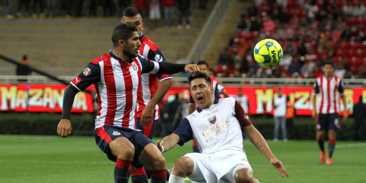 Chivas rescata empate ante el Atlante en la última jugada del partido