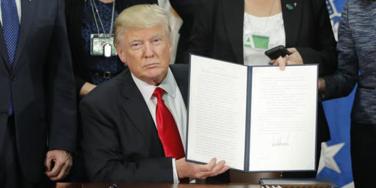 Trump firma decreto para construir el muro