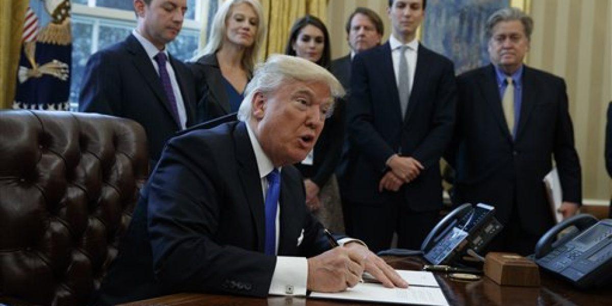 Recrean secuencia de The Office con el gabinete de Donald Trump