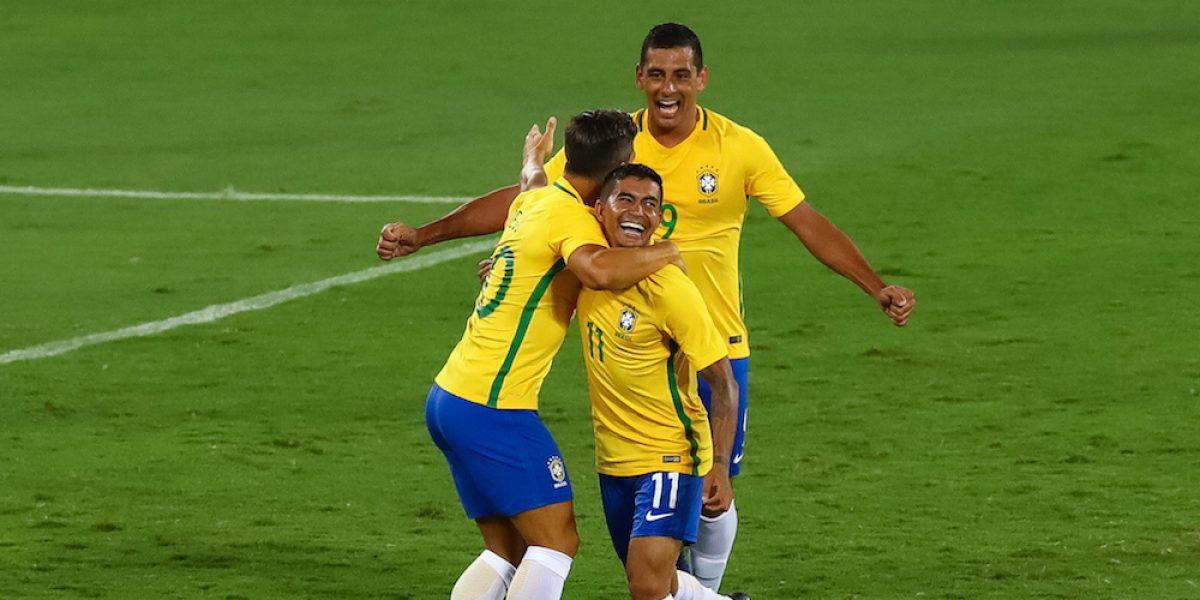 Brasil supera a Colombia en homenaje a las víctimas del Chapecoense