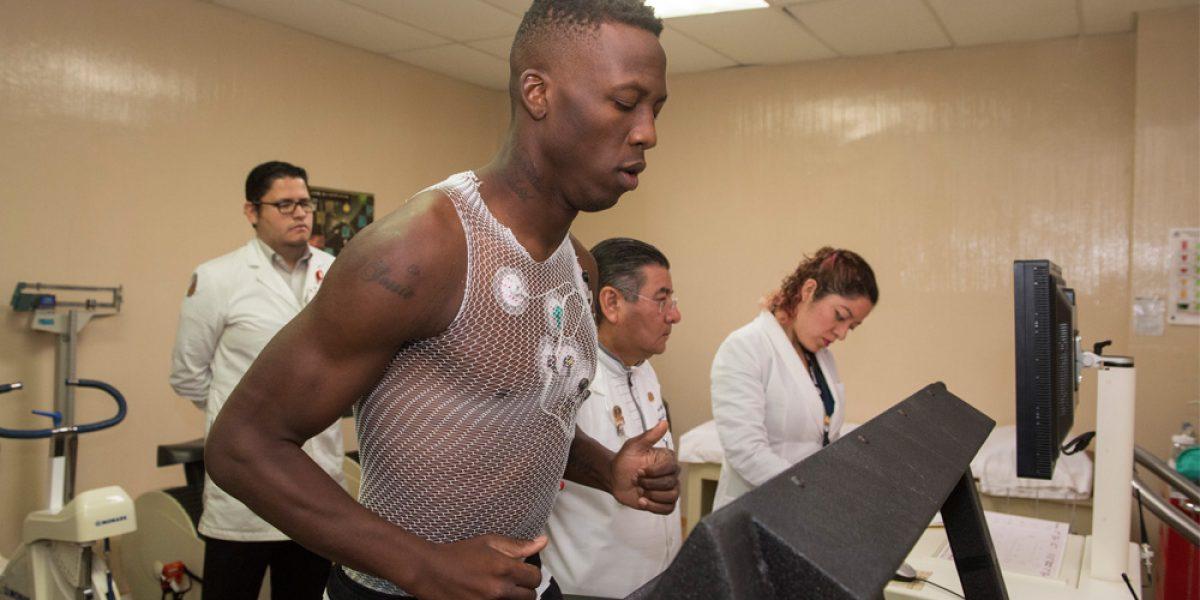 Luis Advíncula realiza pruebas médicas con Tigres