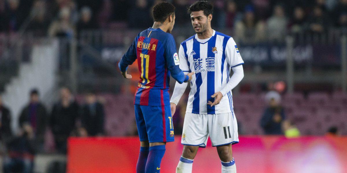 VIDEO: Carlos Vela propina dura falta a Neymar y no conforme ¡lo manotea!