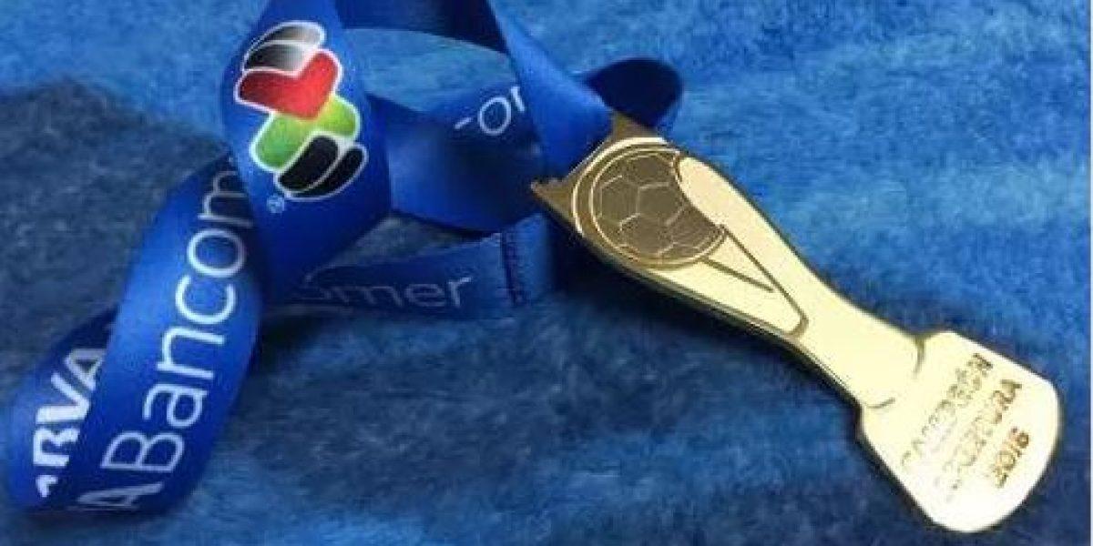 Venden en internet medalla de