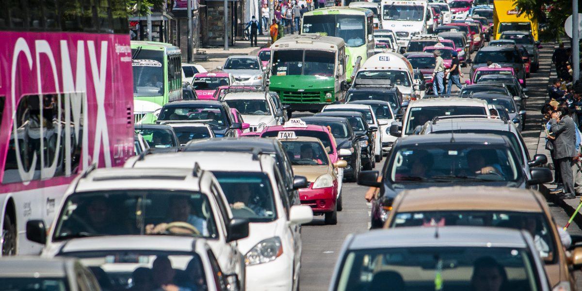¡Atención! Hoy No Circula aplica para autos con engomado azul