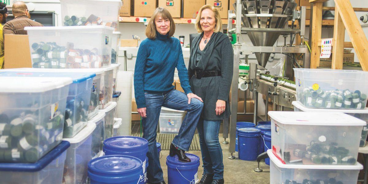 Dos jubiladas recurren al negocio de los envases de mariguana