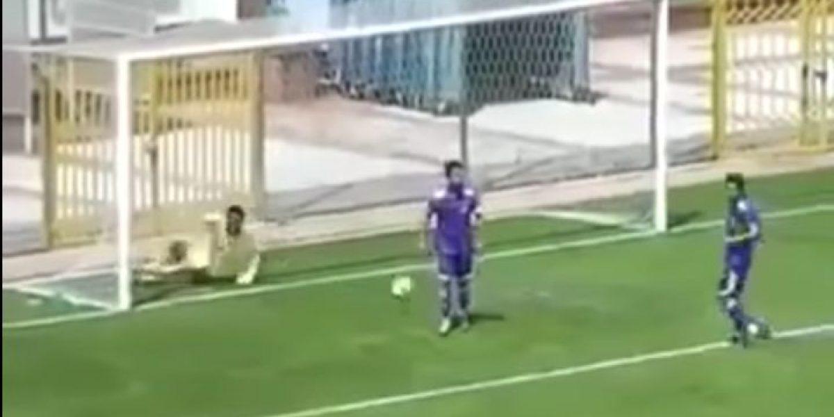 VIDEO: Portero ataja penalti, pero anota autogol en el festejo