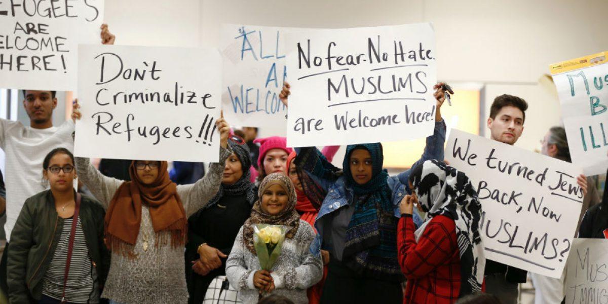 Protestan en aeropuerto de Nueva York tras detenciones de migrantes