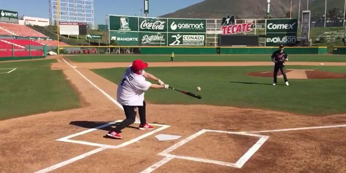 VIDEO: El 'Piojo' Herrera deja el futbol y se convierte en beisbolista