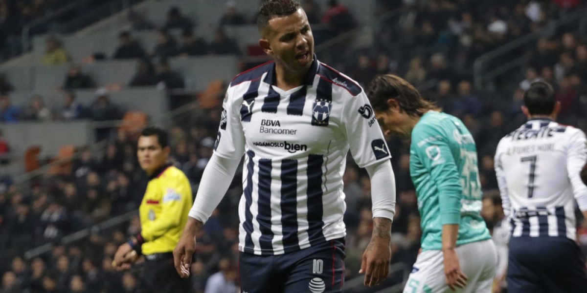 Edwin Cardona se disculpa por la expulsión ante León