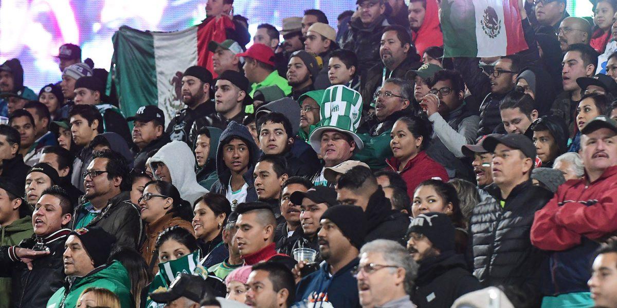 VIDEO: Aficionados de Santos sí cantaron el Himno en el estadio