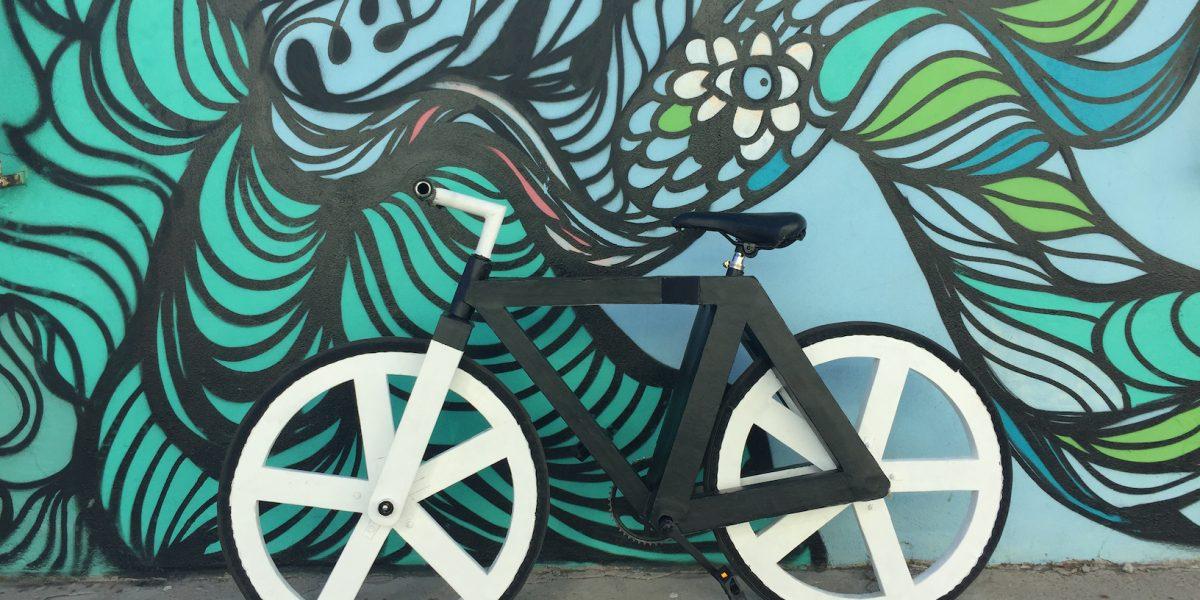 Maneja esta bicicleta hecha de papel