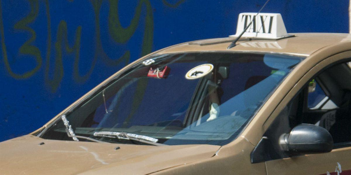 Admirable solidaridad de taxistas con la gente