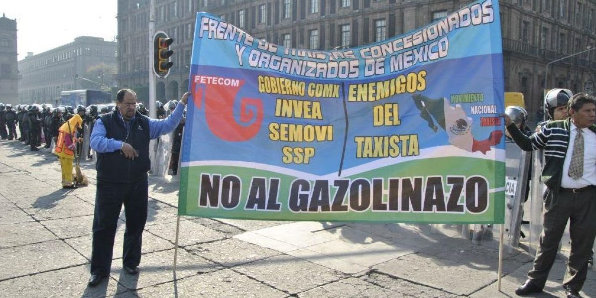 Taxistas piden descuentos y vales para amortiguar gasolinazo