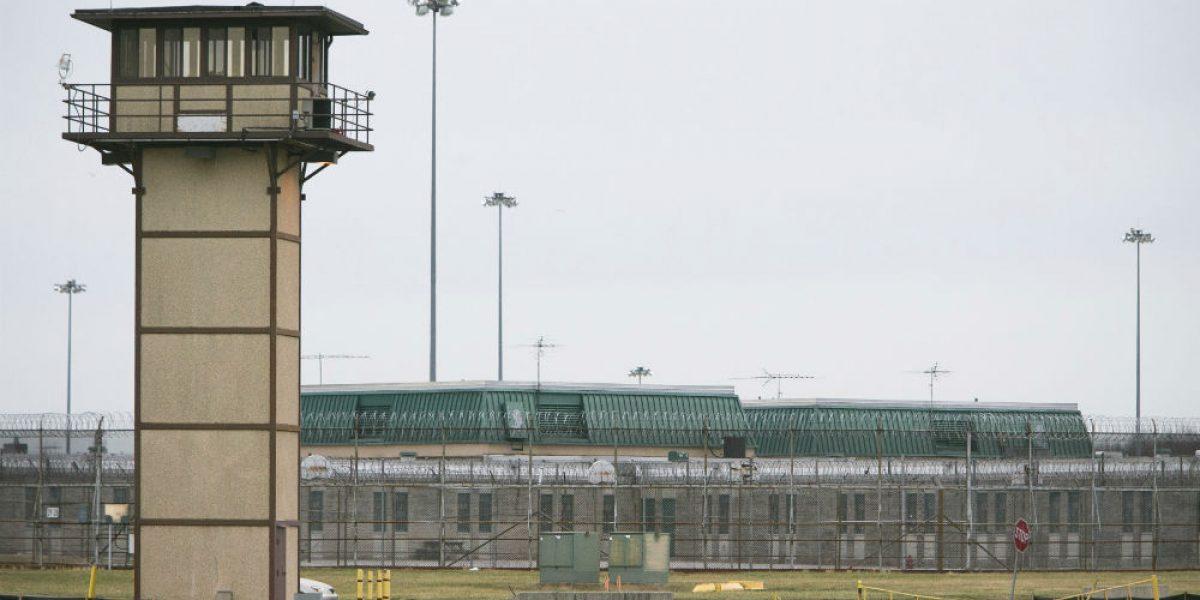 Reos de prisión de máxima seguridad en Delaware toman a guardias como rehenes