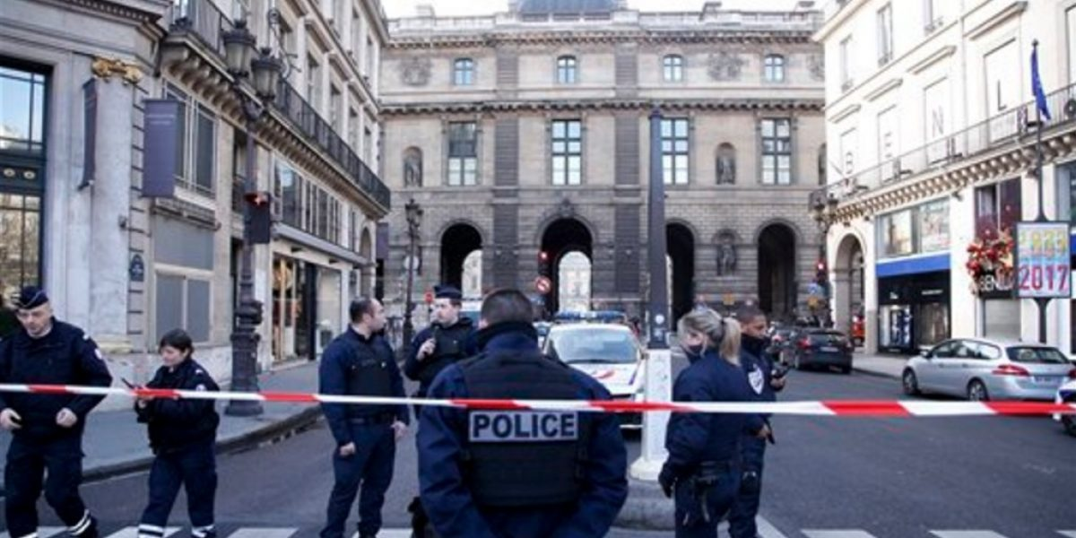Intento de ataque terrorista en el Museo de Louvre de París generó pánico