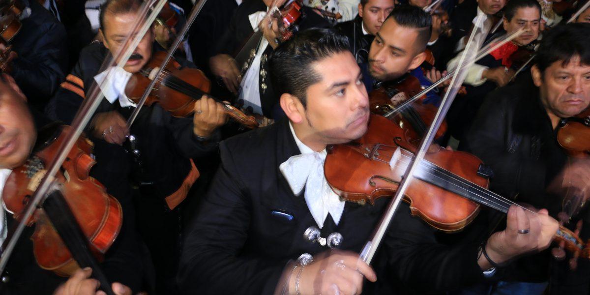 Disfruta de nueve horas de mariachi en el Zócalo