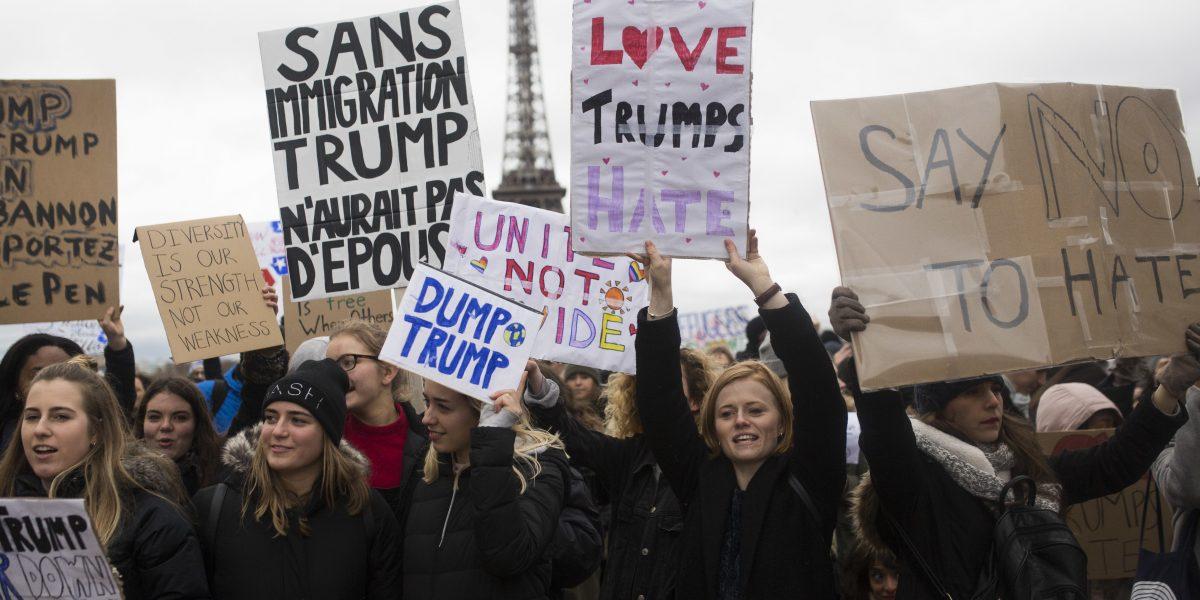 Protestan en Australia y París por política migratoria de Trump