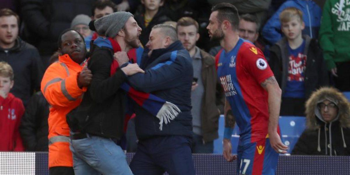 VIDEO: Aficionado del Palace es arrestado por intentar atacar a jugador