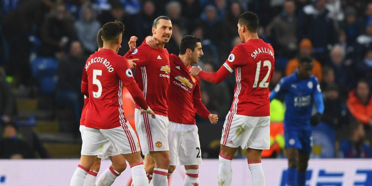 Manchester United hunde un poco más al Leicester City