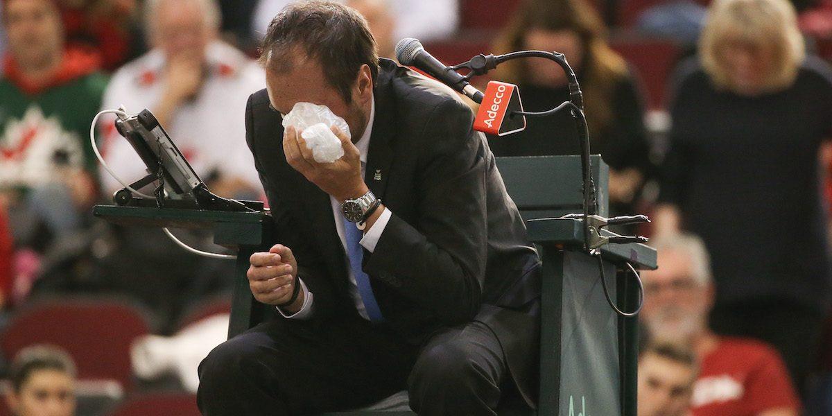 VIDEO: Tenista es descalificado por darle tremendo pelotazo a juez