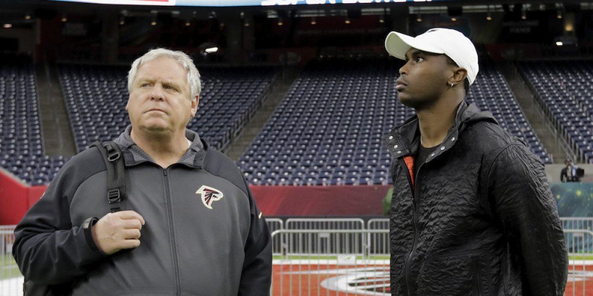 Falcons despide a todos sus entrenadores defensivos