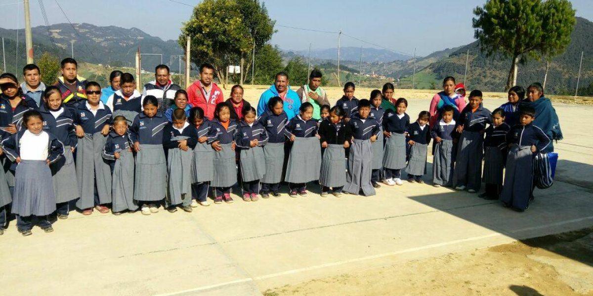Gobierno de Puebla envía uniformes talla 36 a alumnos de primaria