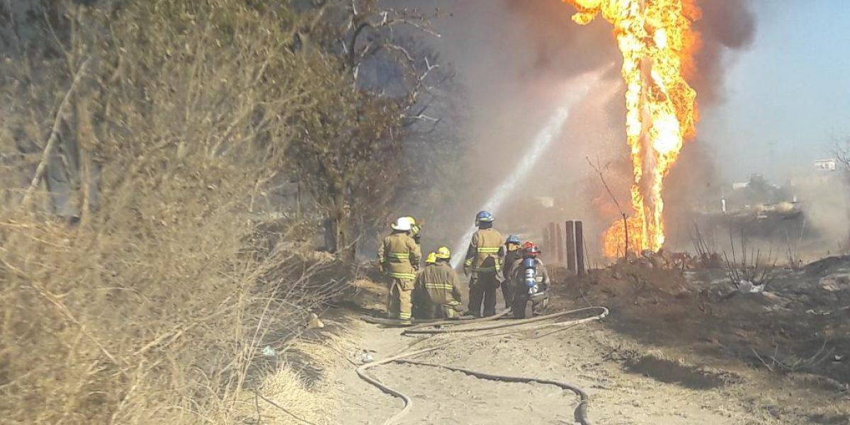 Controlan en Zapopan incendio en ducto de Pemex