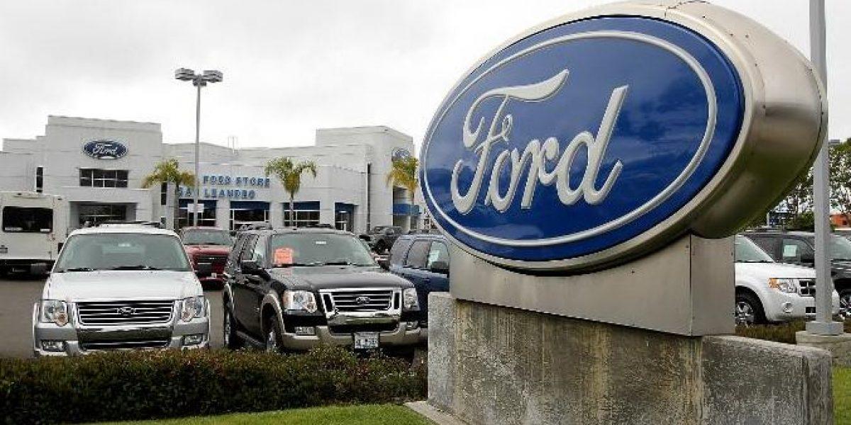 Ford se queda en México y abre dos plantas