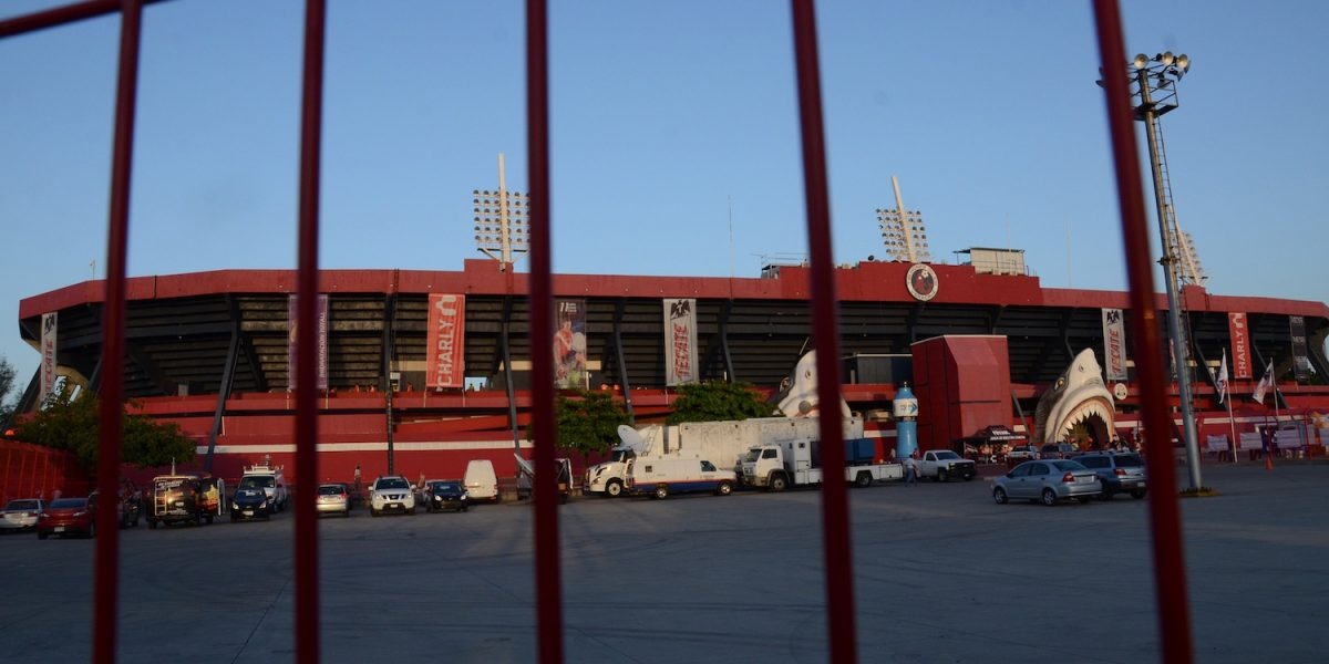 FMF abre investigación por violencia en estadio de Veracruz