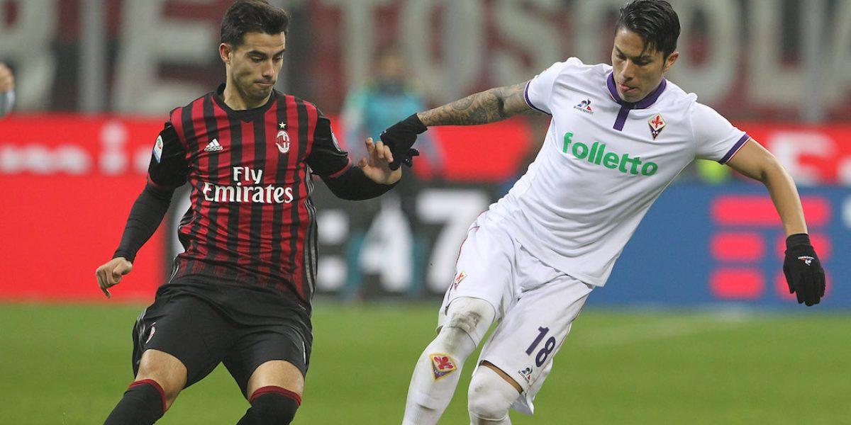 Salcedo regresa a titularidad en derrota de la Fiorentina ante el Milan