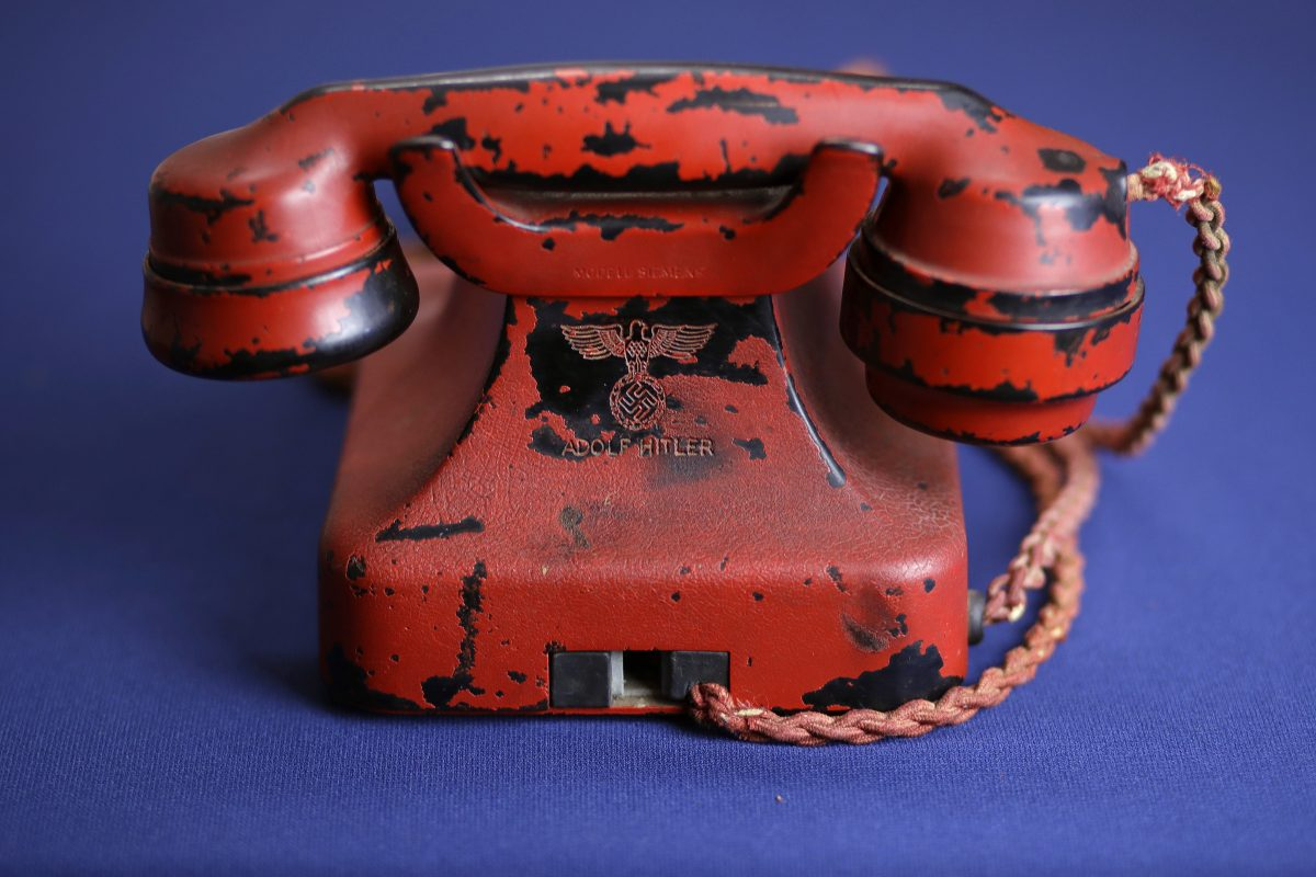 Subastan teléfono de Hitler