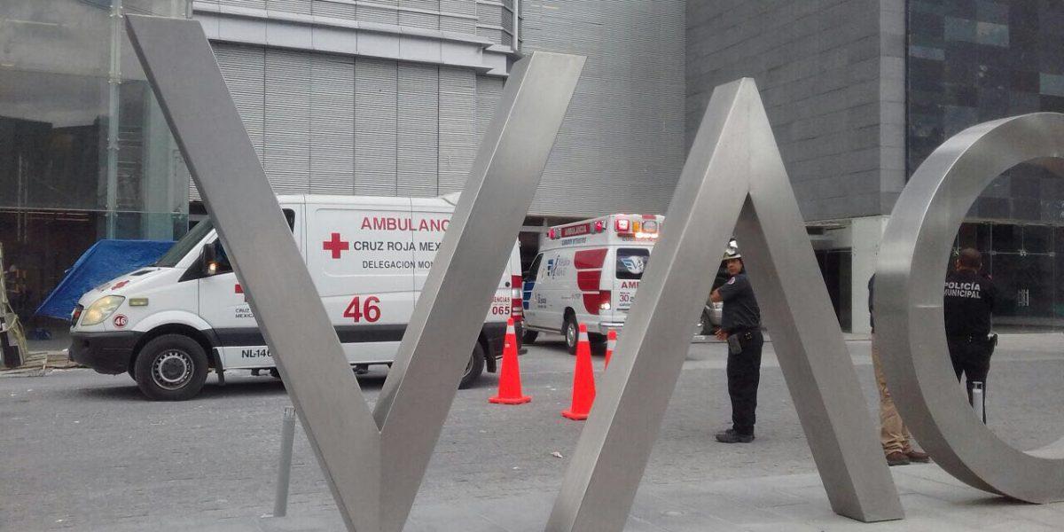 Un muerto y dos heridos al caer andamio de 50 pisos en San Pedro Garza García