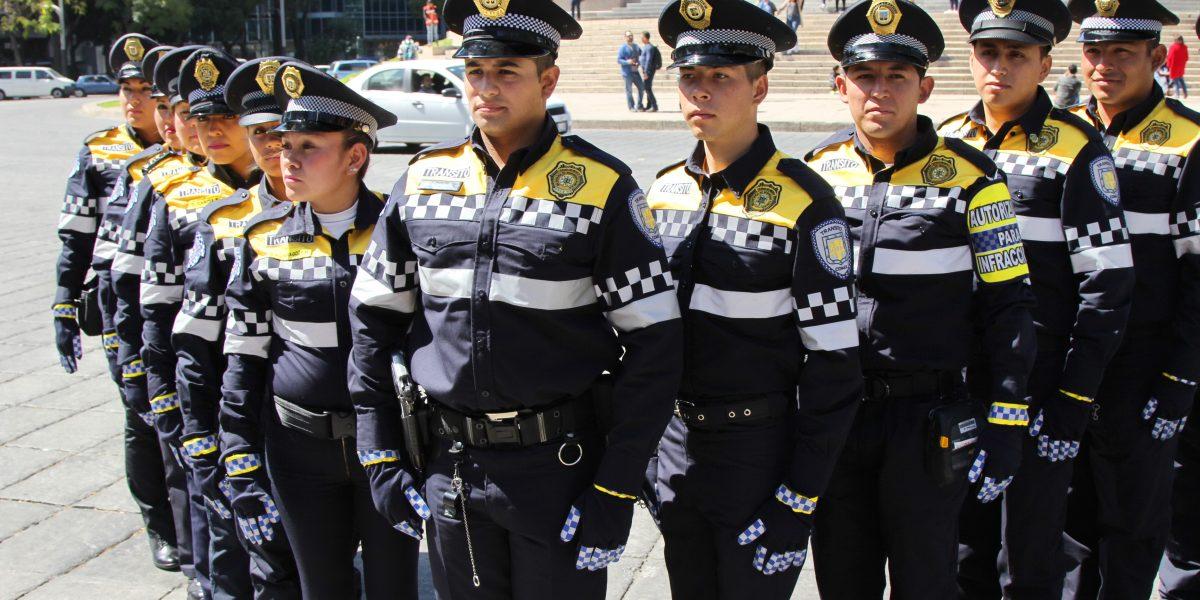 Policías de tránsito de la CDMX estrenan uniforme