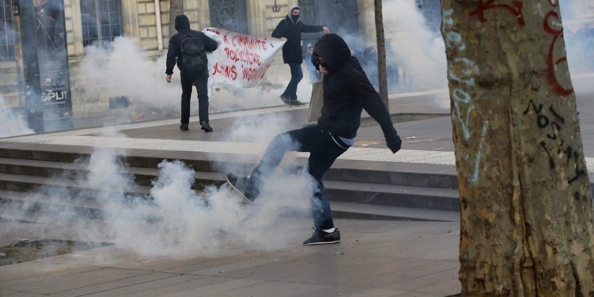 Disturbios en París tras manifestaciones contra violencia policial