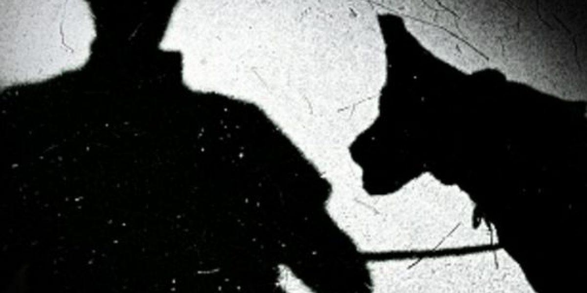Hombre acusa a su perro de dispararle a su novia