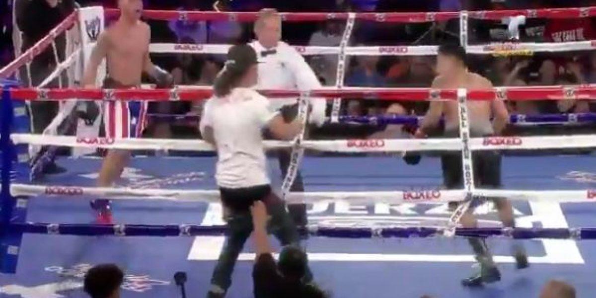 VIDEO: Aficionado se sube al ring a pegarle a un boxeador