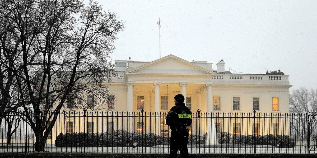 La Casa Blanca revisa teléfonos a personal para evitar filtraciones