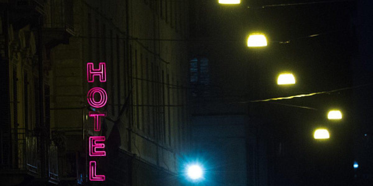 Hombre mata a joven de 22 años en hotel de la Miguel Hidalgo y se arroja por la ventana
